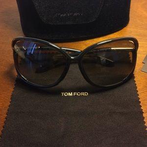 b6bbfa932d Women s Tom Ford Raquel Sunglasses on Poshmark